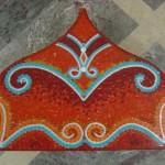kırmızı mozaik alınlık