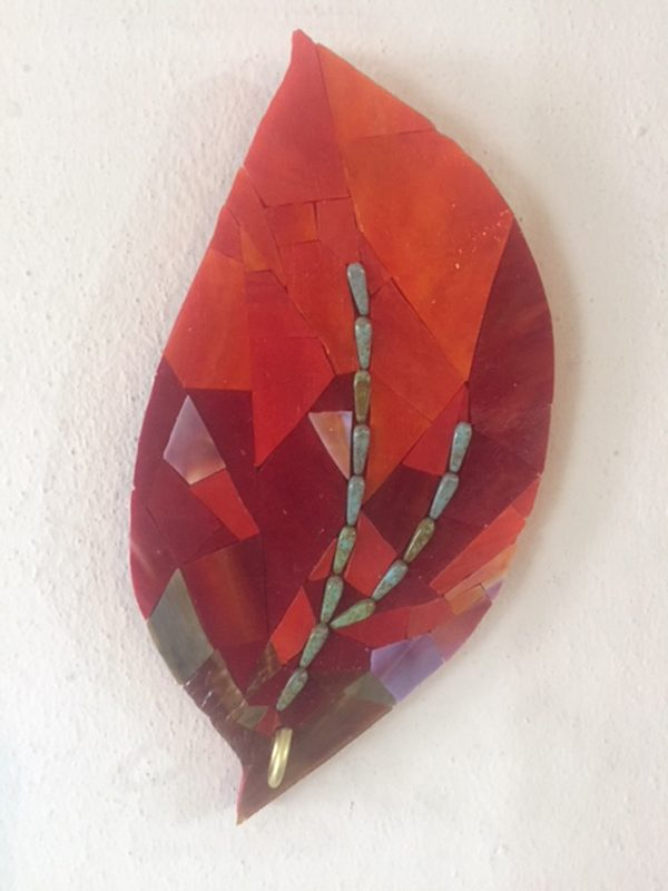 kırmızı yaprak askı